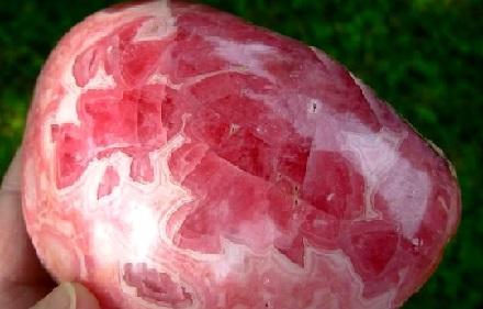 Propiedades de la piedra rodocrosita y su significado